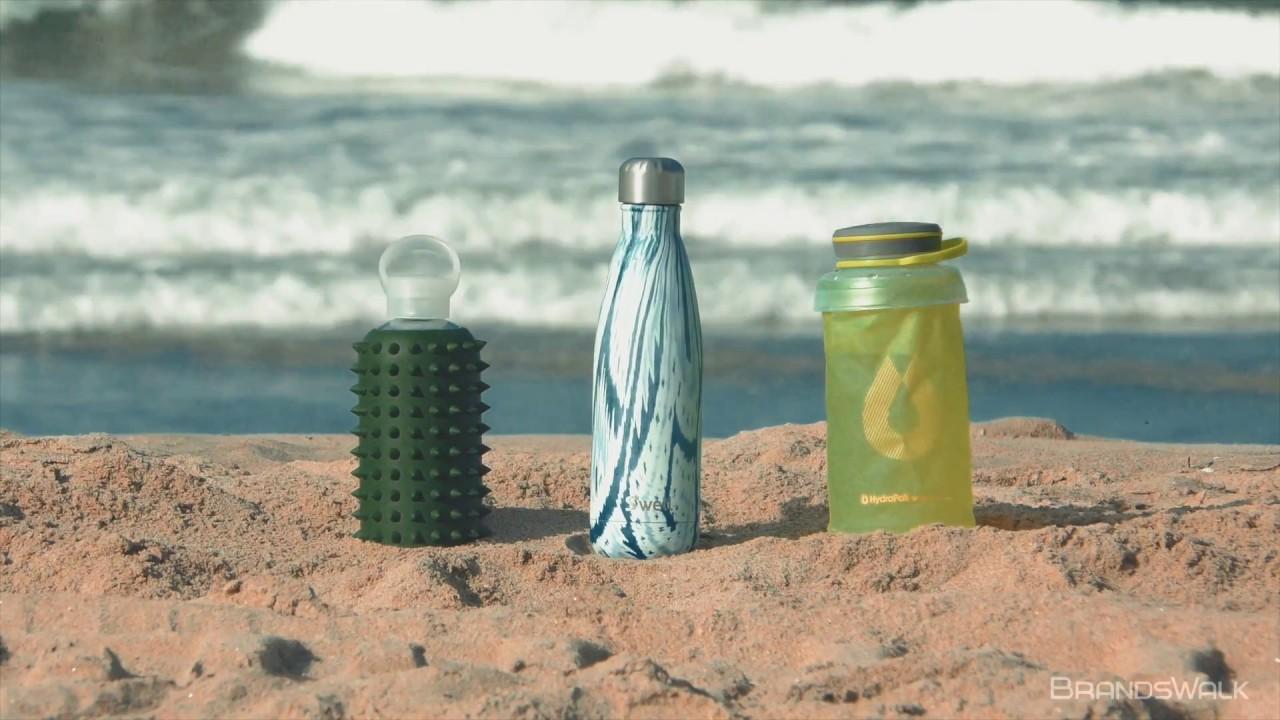 Las botellas de agua se vuelven un accesorio de moda