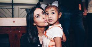 Kim Kardashian sale de compras con su hermana