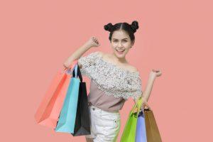 Mujer con compras