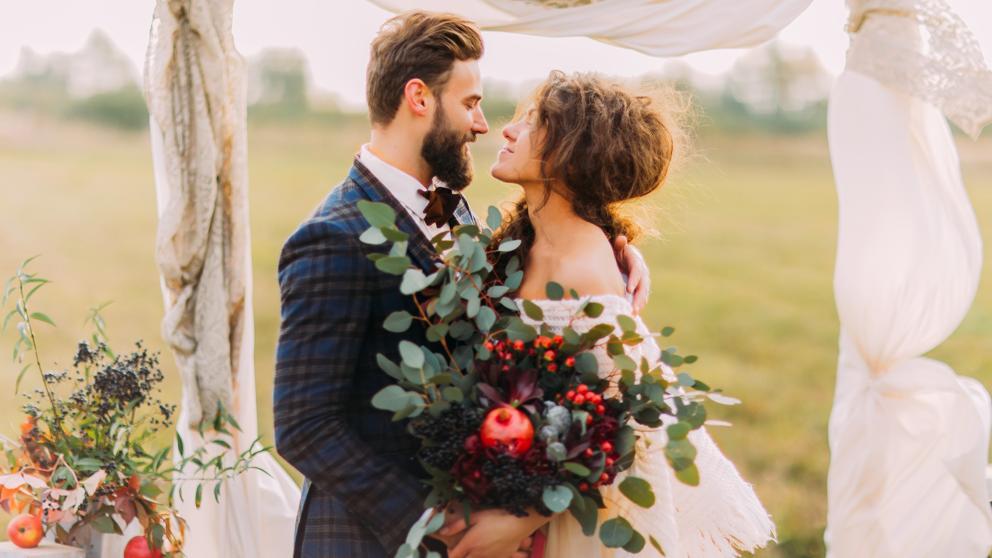 Hombre y mujer se casan